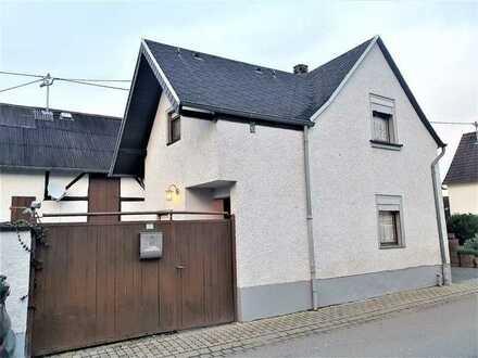 Lonnig: kleines Haus mit Scheune und Hof