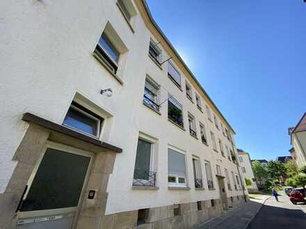 Renovierungsbedürftige 3 Zi.-Altbau-Whg. mit 92,70 qm in Stuttgart-Zentrum/Ost
