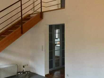 Gepflegte 2-Zimmer-Maisonette-Wohnung mit Balkon und EBK in Meschede