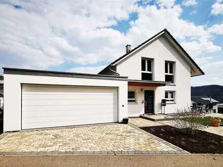 F&D | Neuwertiges Einfamilienhaus mit Einliegerwohnung & Doppelgarage