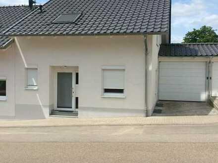 Moderne geräumige Doppelhaushälfte in Königsbach/Enzkreis.