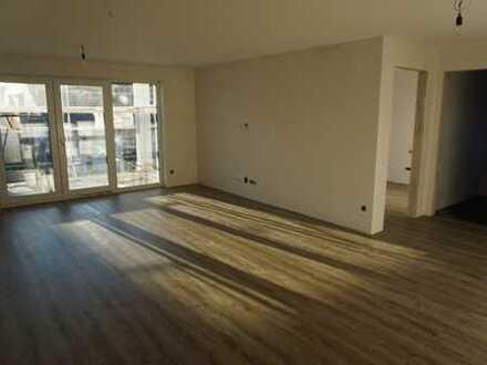 Neubau/ Erstbezug: Helle großzügig geschnittene 4 Zi- Wohnung mit Einbauküche und Balkon