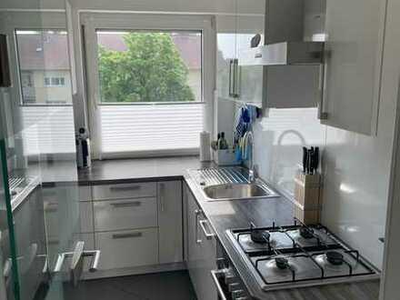 Vollständig renovierte 3-Raum-Wohnung mit Balkon und Einbauküche in Fürth