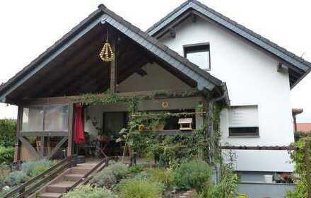 Gepflegtes Dreifamilienhaus in ruhiger Lage von Bruchköbel-Oberissigheim mit charmantem Garten