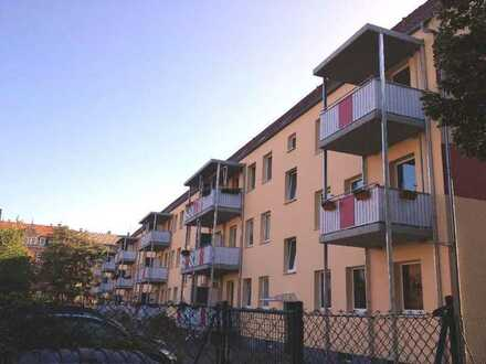 Einbauküche - Balkon - Stellplatzmöglichkeit: 1-RW im Stadtzentrum!