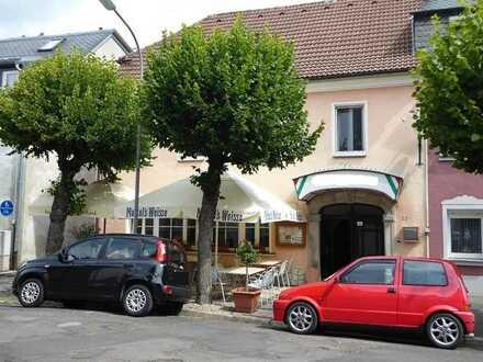 Die Chance für jeden Gastronom: Gepflegte Gastwirtschaft mit 2 Wohnungen im Herzen von Weißenstadt