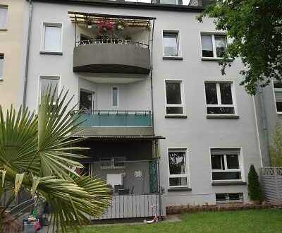 4-Familienhaus mit Balkonen in ruhiger Seitenstraße