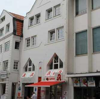 Im Herzen von Bergedorf:  Top-gepflegte & gut vermietete Gewerbefläche in hoch frequentierter Lage.