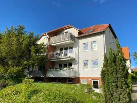 Schöne 3-Zimmer-DG-Wohnung mit Balkon und Einbauküche in Elze