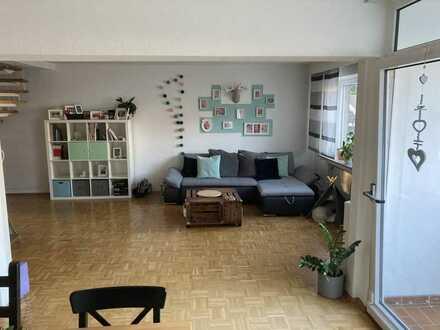 Freundliche 3,5 Zimmer Wohnung über 2 Etagen am Karlsplatz