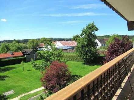 Ch. Schülke Immobilien: Große 3-Zimmer-Wohnung mit Balkon in ländlicher Idylle
