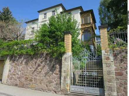 Sanierte Villenetage mit 5 Zimmern, Wintergarten, Garage und Traumblick