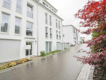 Ab sofort, befristet auf 18 Monate. Neuwertige 4 Zimmer WHG mit EBK, TG, Keller, Balkon in Ehningen