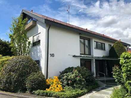 4-Familienhaus mit enormen Potential, hervorragender Aufteilung in Top Lage mit 3 Garagen
