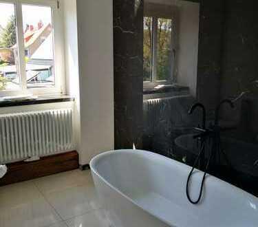 TOP-Wohnlage - 1. Bezug nach Sanierung! 4-Raum-Wohnung mit Balkon/Bad mit Wanne und Dusche!