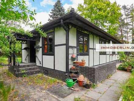IMMOBERLIN: Stilvoller Bungalow auf Grundstücksidylle beim Golfplatz