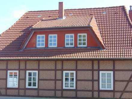 Topp saniertes Fachwerk-Bauernhaus, 220 m², 6 Zi., EBK/Kamin/Wintergarten/Terrasse, kl. Garten