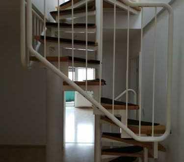 Freundliche 4-Zimmer-Maisonette-Wohnung mit Balkon und Einbauküche in Leimen