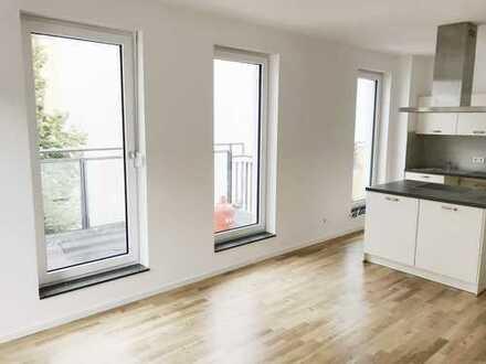Erstbezug Dachgeschoß: 3-Zi. Apartm. incl. EBK, große Dachterrasse, Wannenbad, Aufzug !!!