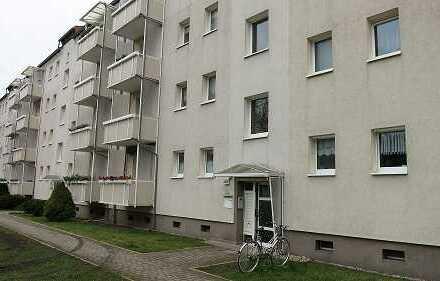 Bestzustand - 2 Zi-Wohnung mit Balkon in topgepflegter Wohnanlage erwartet Sie!