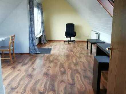 WG Maisonette-Wohnung drei Zimmer, Balkon, EBK in Essen