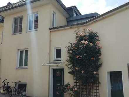 Geräumige 5 Zimmer Wohnung in Bürgeresch mit Garten und Wintergarten, zentrale Lage