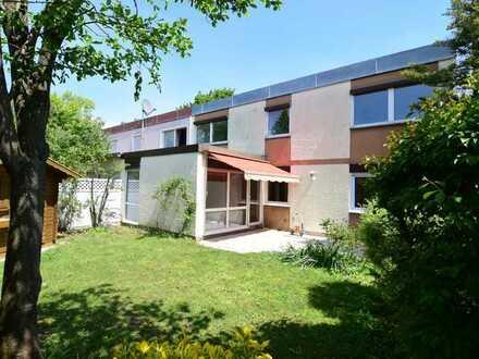 Vollständig renovierte Doppelhaushälfte mit fünf Zimmern und EBK in Neusäß, Neusäß