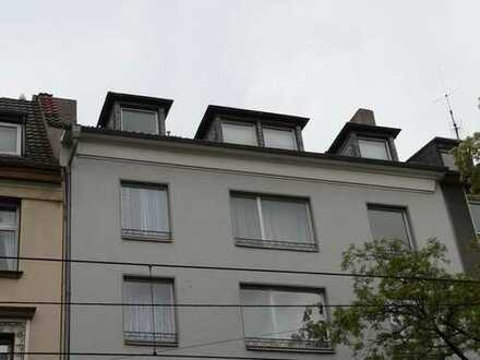 Dachgeschoßwohnung mit Entwicklungspotential