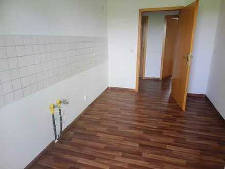 !! auch mit Einbauküche, 4-Raum-Wohnung in gepflegtem Mehrfamilienhaus !!