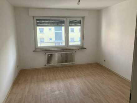 Freundliche, vollständig renovierte 3-Zimmer-Wohnung mit gehobener Innenausstattung in Weiden