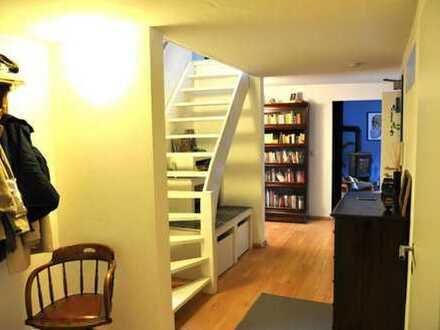 Wunderschöne 4.5 Zimmer Maisonette-Wohnung mit Kamin und Parkplatz nahe Benrather Schloss