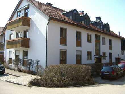 Vollständig renovierte Wohnung mit drei Zimmern sowie Balkon und Einbauküche in Kirchseeon