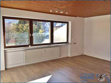 Renovierte 3 Zimmer Erdgeschosswohnung mit Garten und EBK