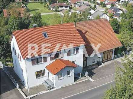 REMAX - Renovierte 5-Zimmmer-Wohnung mit Blick ins Grüne!