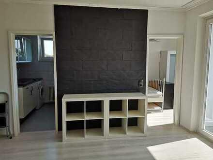 Private! Renovierte, möblierte 1.5 Zimmer Wohnung in ruhiger, grüner Hausen.