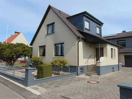 Schmuckes Einfamilienhaus mit überdachter Terrasse in guter Wohnlage.