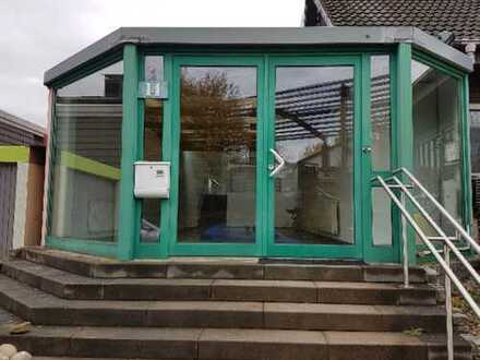 Büro-Praxis-Lager-Studio mit Wohnung möglich