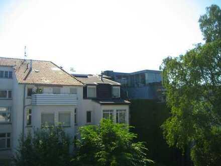 Generalsaniert - Großzügige 3,5-Zimmerwohnung mit Balkon im Hansaviertel
