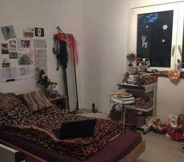 2 Zimmer mit Balkon in freundlichem 4er WG Haus mit großem Garten/Terasse!