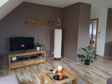 TOP - Neuwertige 2-Zimmer-DG-Wohnung in Würzburg-Lengfeld