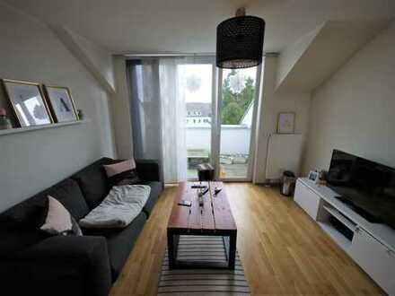 Duisburg-Huckingen - DG-Wohnung mit Loggia I Einbauküche I Stellplatz I Parkett