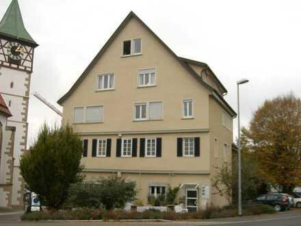 Für Singles od. Paare! Reizv. 2,5-Zi.-Neubauwhg. m. 76 m² Wfl. in histor. Gebäude mitten im Städtle!