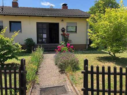 Gepflegter Bungalow mit drei Zimmern im EG, Keller ausgebaut, in Langenlonsheim