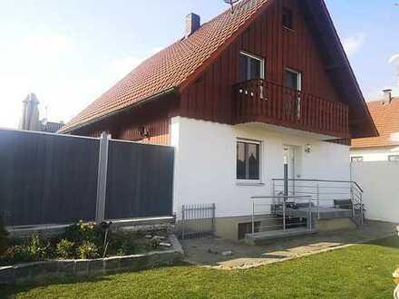 Modernisiertes Einfamilienhaus mit vier Zimmern und EBK in Altdorf, Landshut (Kreis)