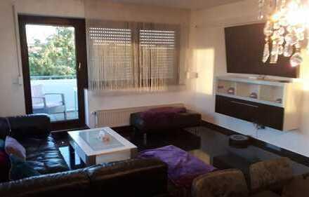 Helle sonnige geräumige 4-Zimmer-Wohnung mit Balkon in Denkendorf