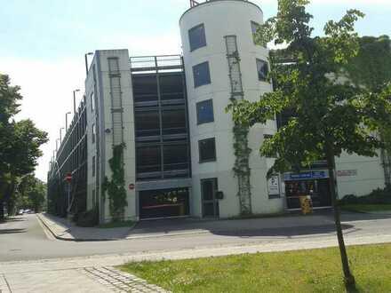 Stellplatz im Parkhaus direkt am Bahnhof