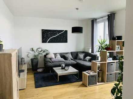 Moderne 2-Zimmer-Dachgeschosswohnung mit Balkon und Einbauküche in Spandau, Berlin