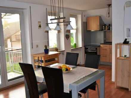 Gepflegte 3-Zimmer-Maisonette-Wohnung mit Balkon und EBK in Baar-Ebenhausen