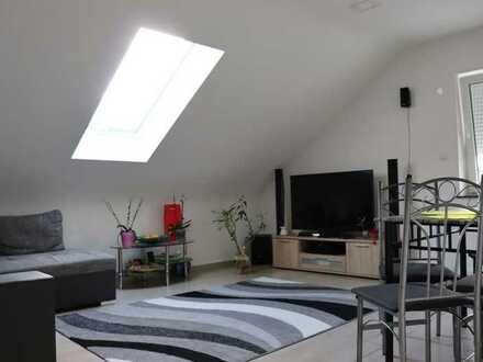 Neuwertige 4 Zimmer Dachgechosswohnung