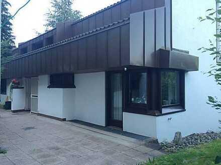 Designerhaus in ruhiger Waldrandlage / 5 min zur A81